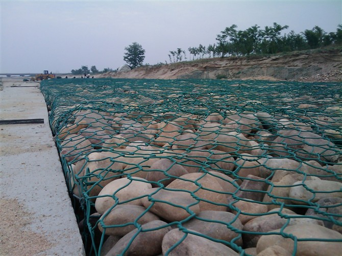 Gabion box assembly construction